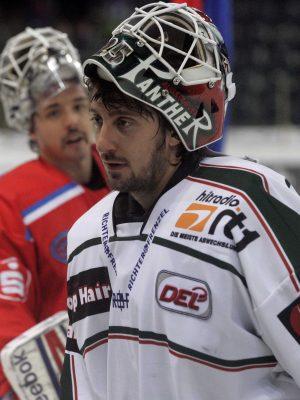 Foto: Roland  Fengler                   Motiv: Ice Tigers - Augsburger Panther             1. Bundesliga     -------  Tyler Weiman (30) und Patrick Ehelechner (25)  ----------    Datum:  04.11.2012